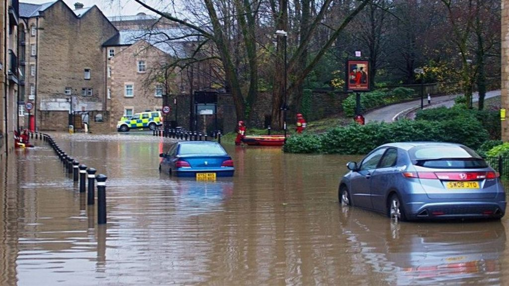 Lancaster flooding: Power restored to flood-hit homes - BBC News