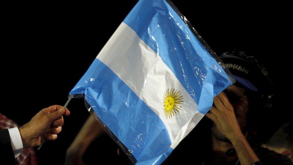 Argentina presidential election poses economic choice - BBC News