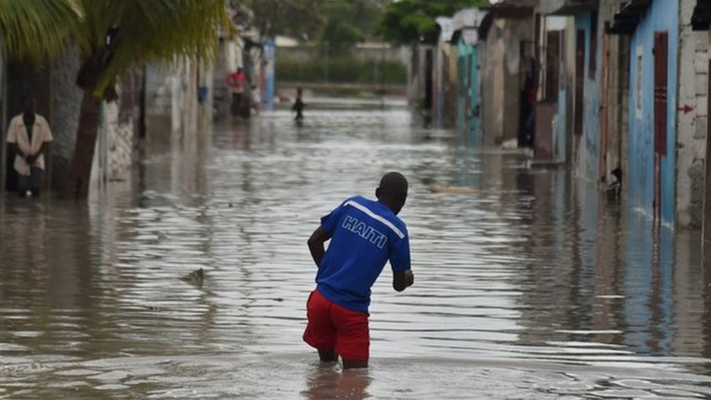 Hurricane Matthew: Thousands displaced in Haiti