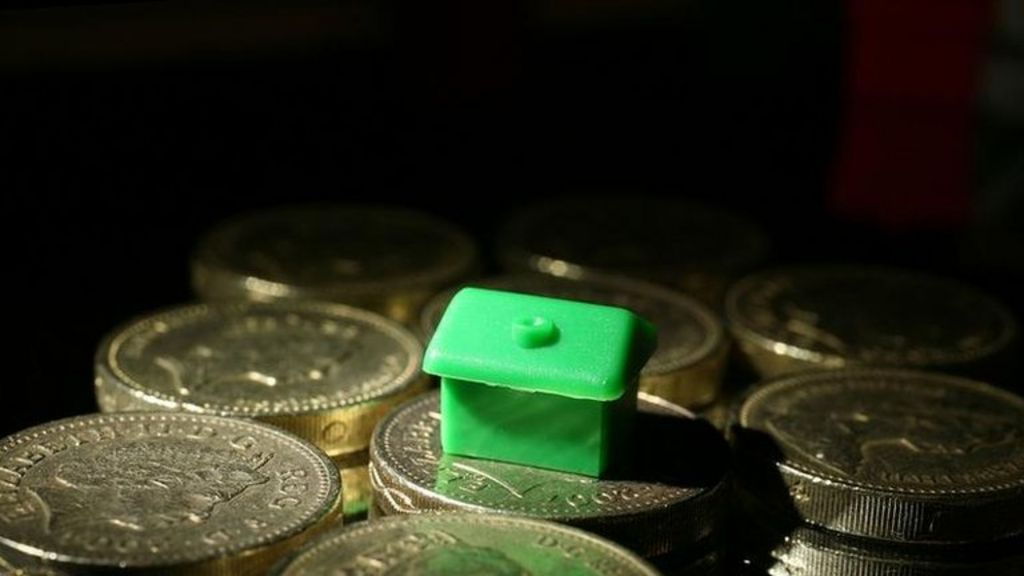Rate rise link to mortgage activity - BBC NewsContinued expectations of an interest rate rise are prompting more homeowners to lock into a new mortgage deal, figures suggest.