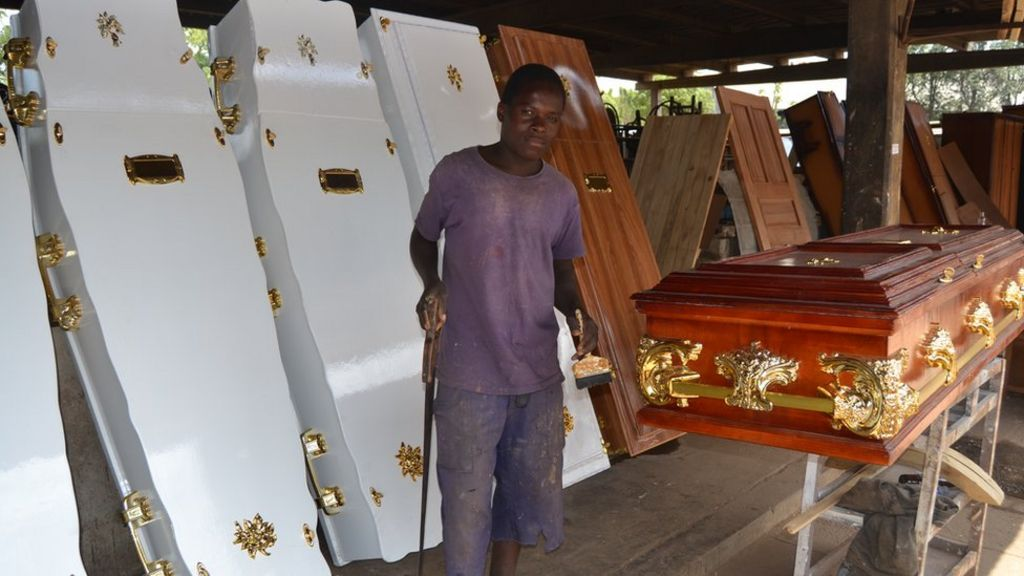 Aids in Zimbabwe: Making decent burials affordable - BBC News