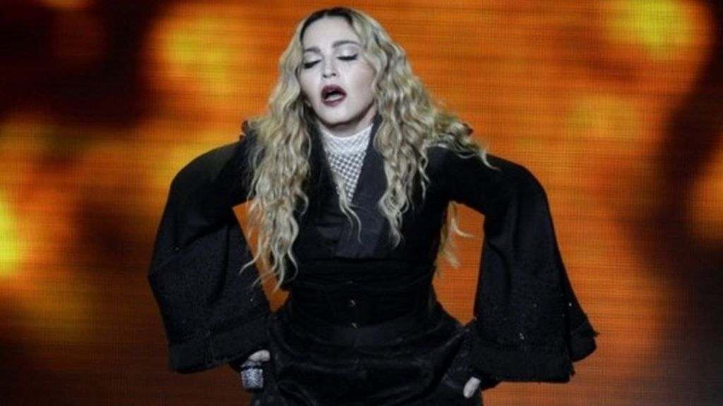 Madonna rebuke after power cut during Glasgow encore - BBC News