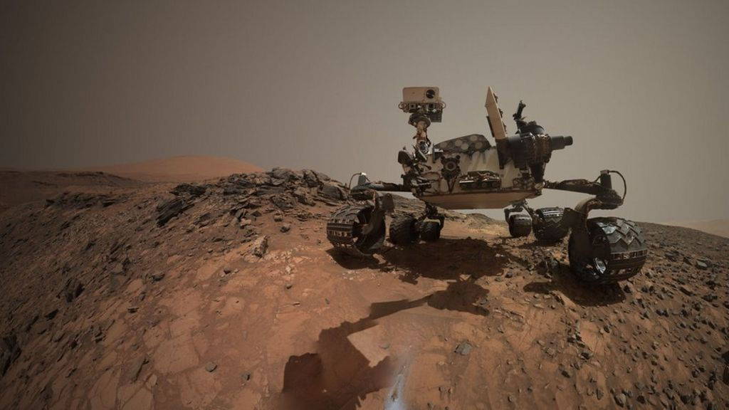 Curiosity Mars rover takes low-angle 'selfie' - BBC News