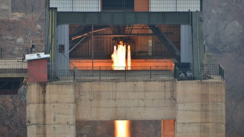 North Korea missile launch fails - BBC News