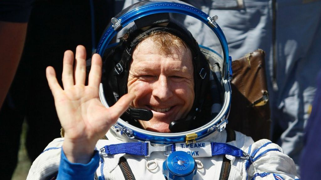 UK astronaut Tim Peake returns to Earth - BBC News