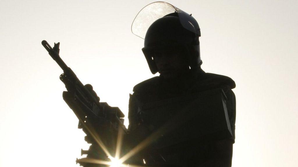 مصر: قتلى إثر سقوط قذيفة على منزل بشمال سيناء - BBC Arabic
