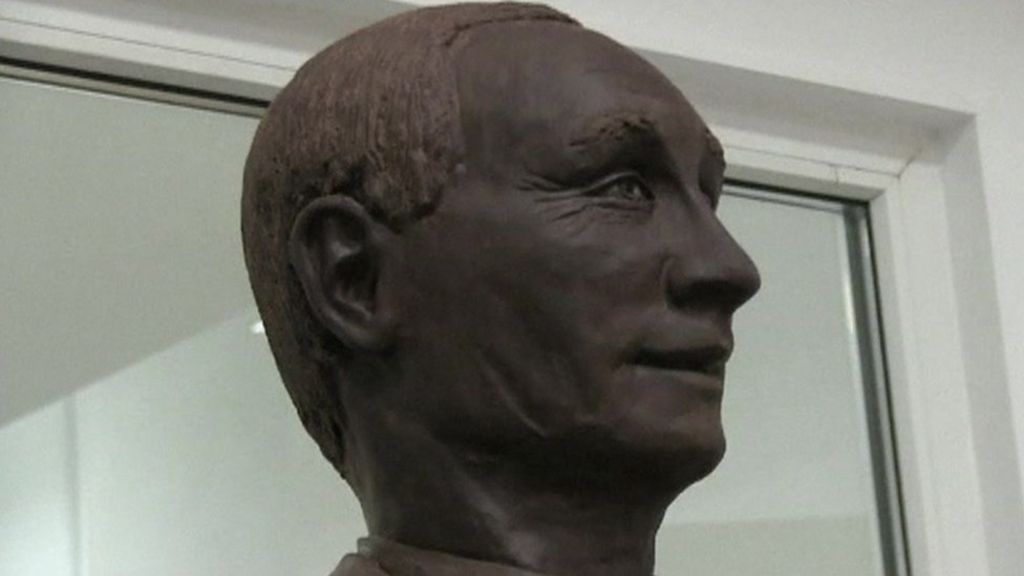 Chocolate Putin sculpture goes on display - BBC News
