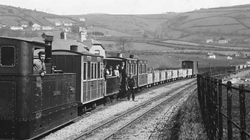 Train on the Glyn Valley Tramway at Glyn Ceiriog, c1875