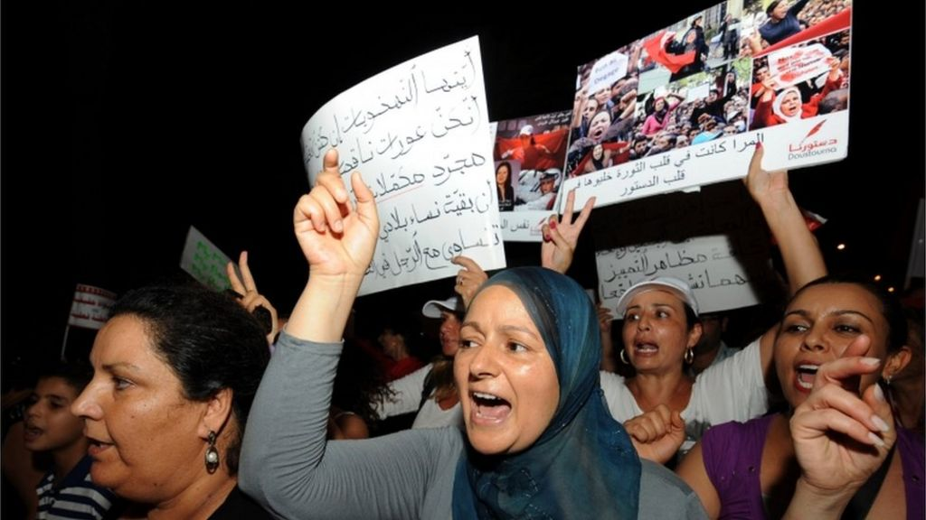 Tunisian women protest to demand equality - BBC News