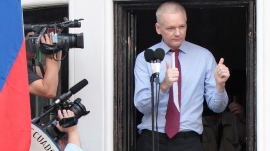 Julian assange emerges on balcony of ecuadorian embassy for Julian balcony