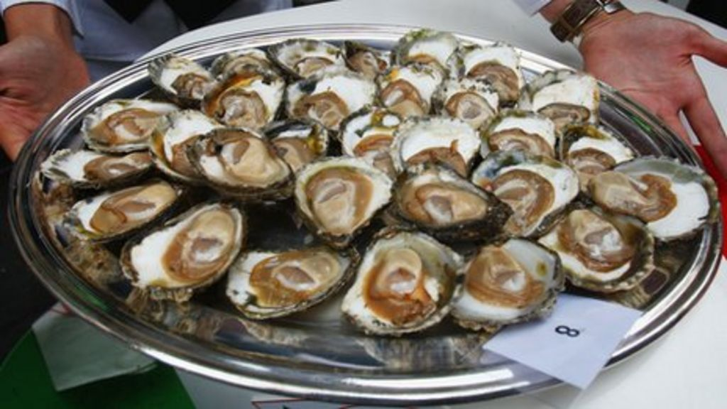 eating oysters - photo #19