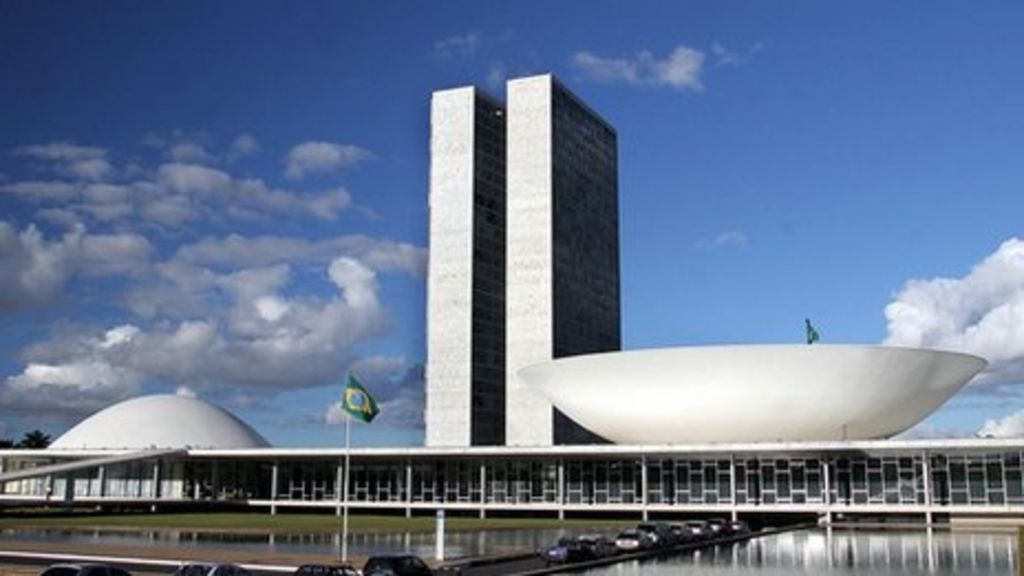 Oscar Niemeyer, Brazilian architect, dies at 104 - BBC News
