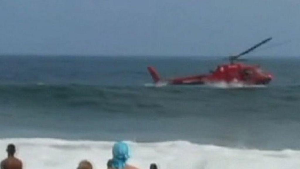 Rescue helicopter crashes off Rio's Copacabana beach - BBC News