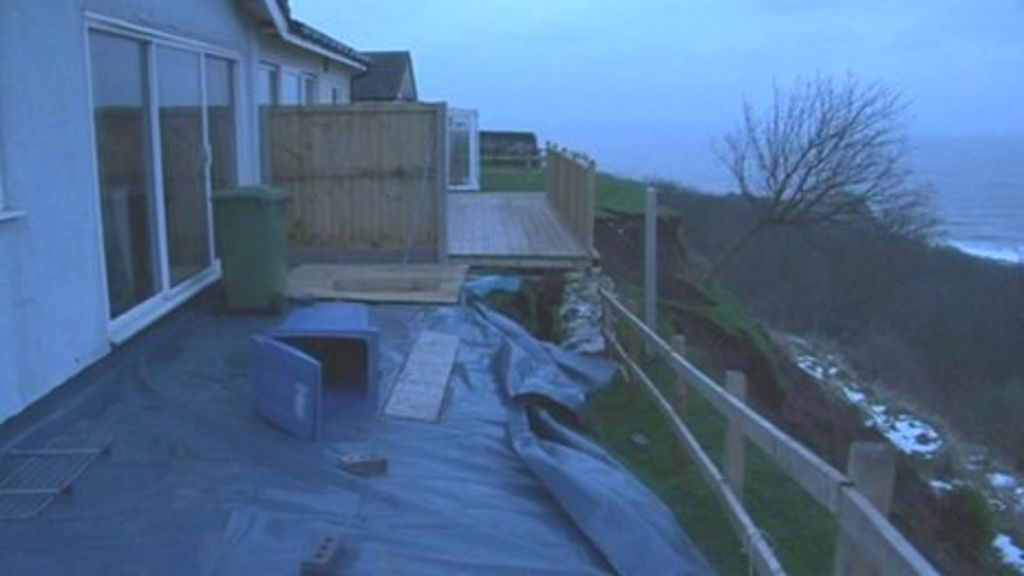 Landslip At Knipe Point Scarborough 39 Threatens 39 Homes