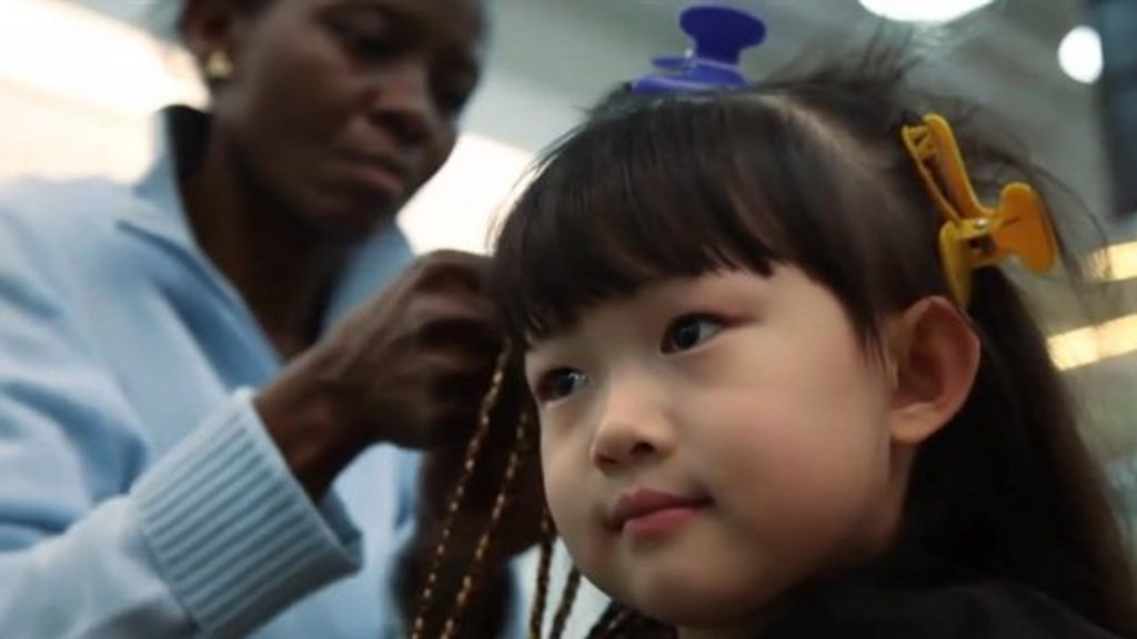 Chinese embrace Beijing's first African hair salon - BBC News