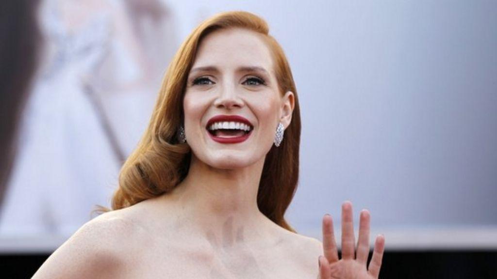 Oscars 2013: Red Carpet glamour - BBC News