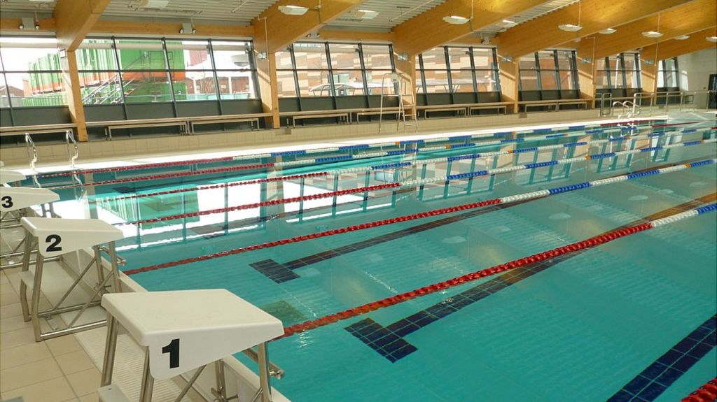 Bridgwater 39 s swimming pool opens to the public bbc for Swimming pool 3m durchmesser