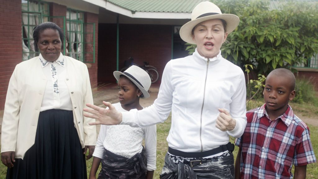 Malawi's president 'furious' after Madonna criticised - BBC News