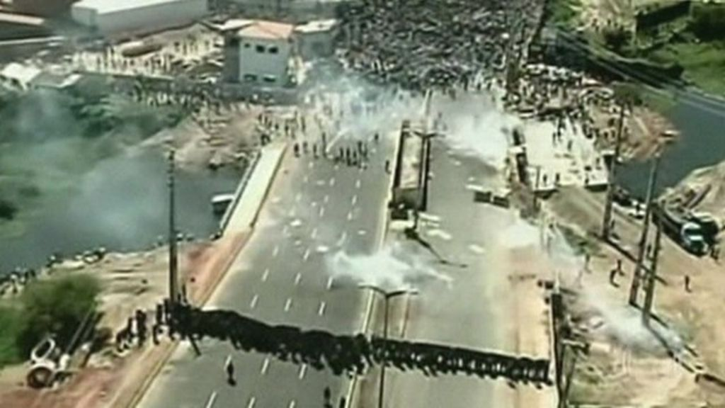 Brazil police fire tear gas in Fortaleza clashes - BBC News