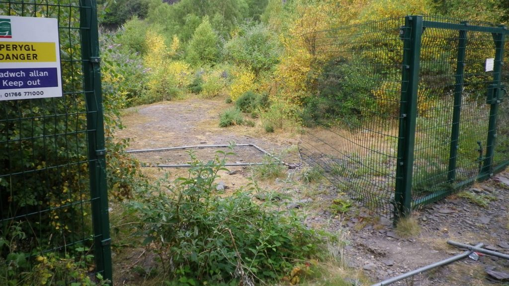 broken fence warning announcement - photo #13