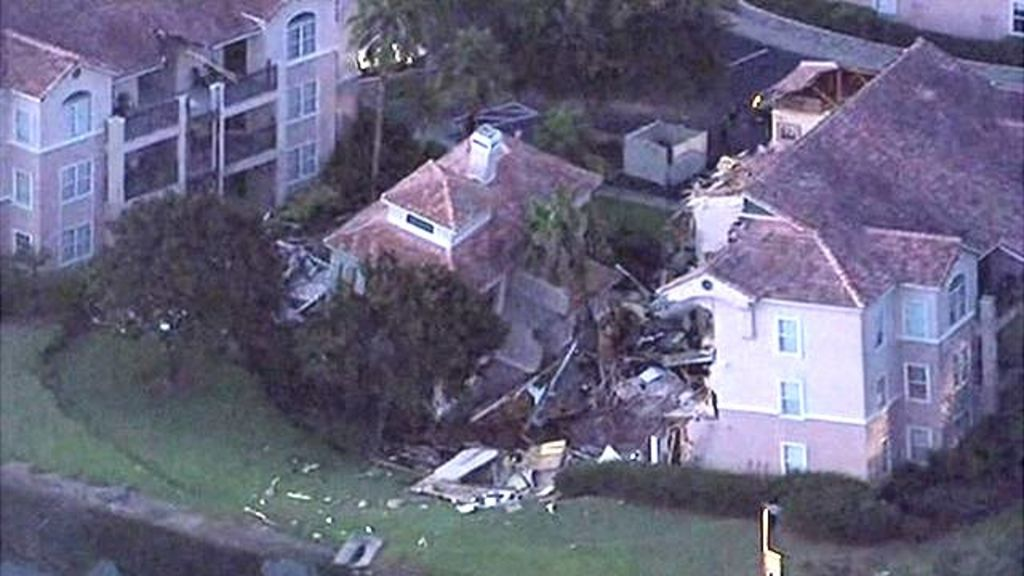 Sinkhole causes villa collapse - BBC News