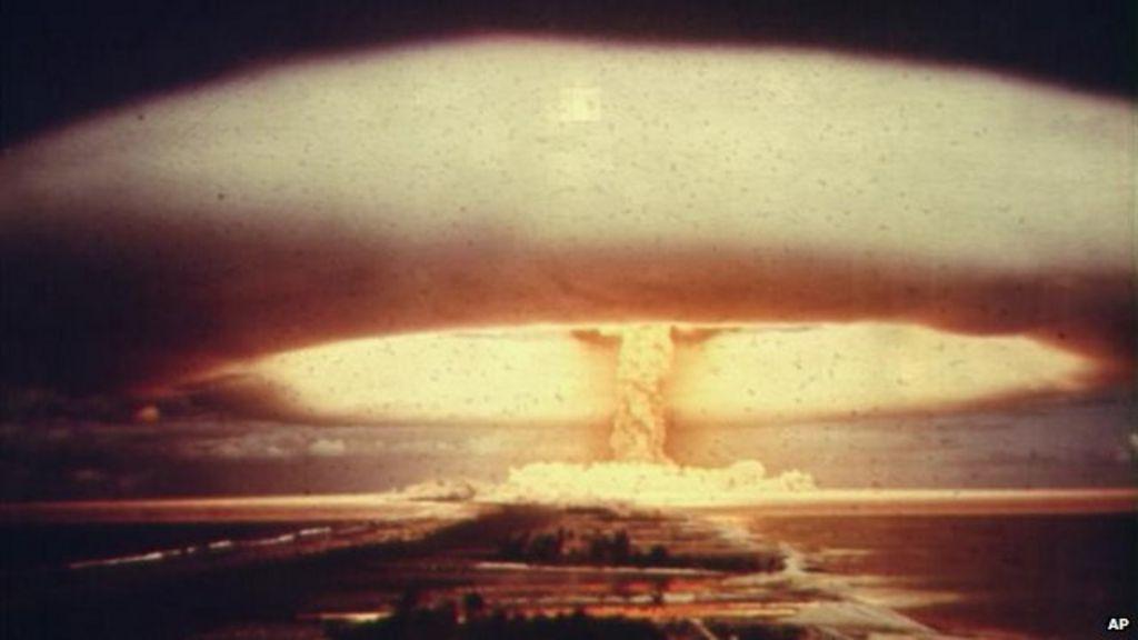 US plane in 1961 'nuclear bomb near-miss' - BBC News