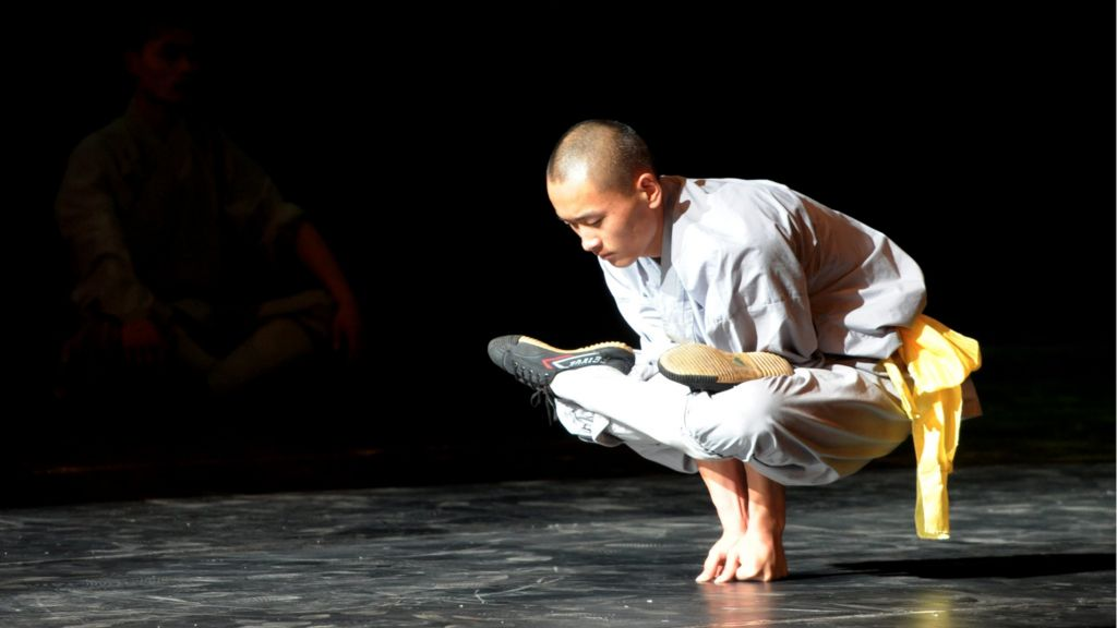 Shaolin monks seek 10,000 calligraphers to copy texts - BBC News