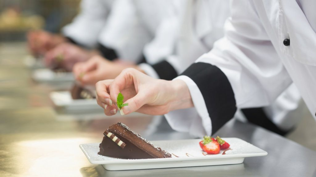 Cake Decorating Job In Uk : Zero hours contracts - a work in progress - BBC News