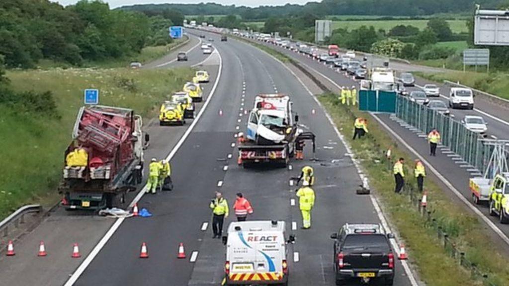 M4 Wiltshire van crash: Third man dies - BBC News
