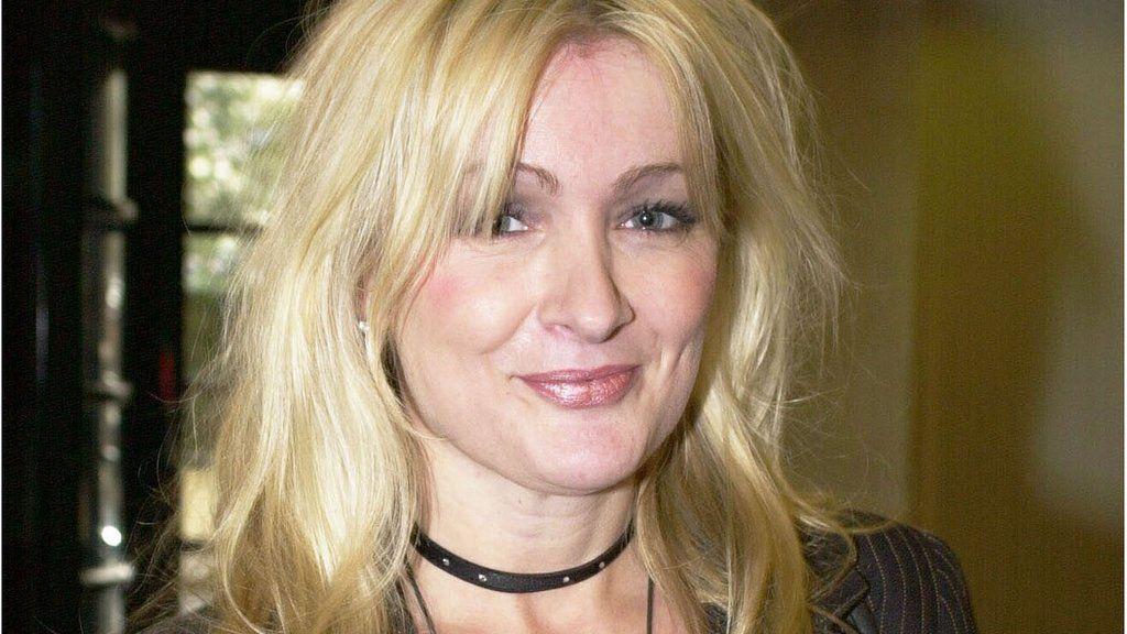 Caroline Aherne: Humour helps deal with cancer - BBC News