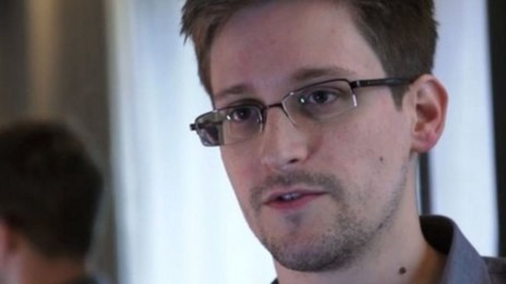 Edward Snowden applies to extend his stay in Russia - BBC News
