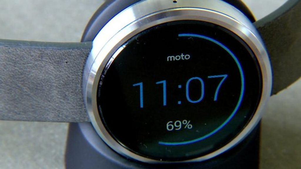 Living with the Moto 360 and Android Wear - BBC News