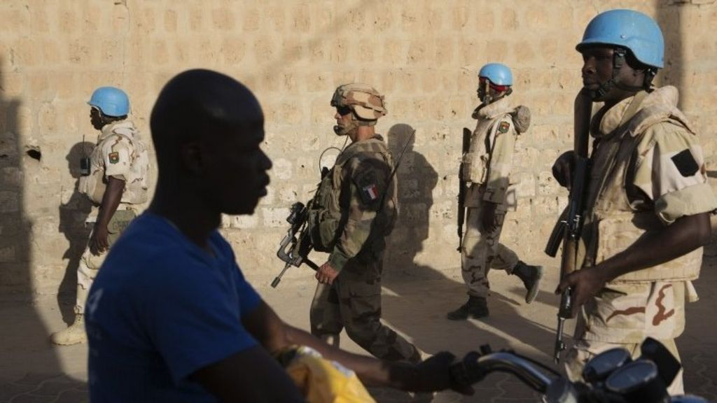 UN base in Mali's Gao city hit by deadly clashes - BBC News