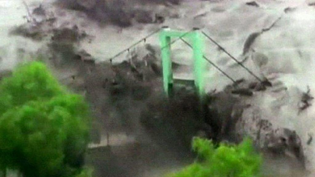 Flood torrents devastate Peru and Chile - BBC News