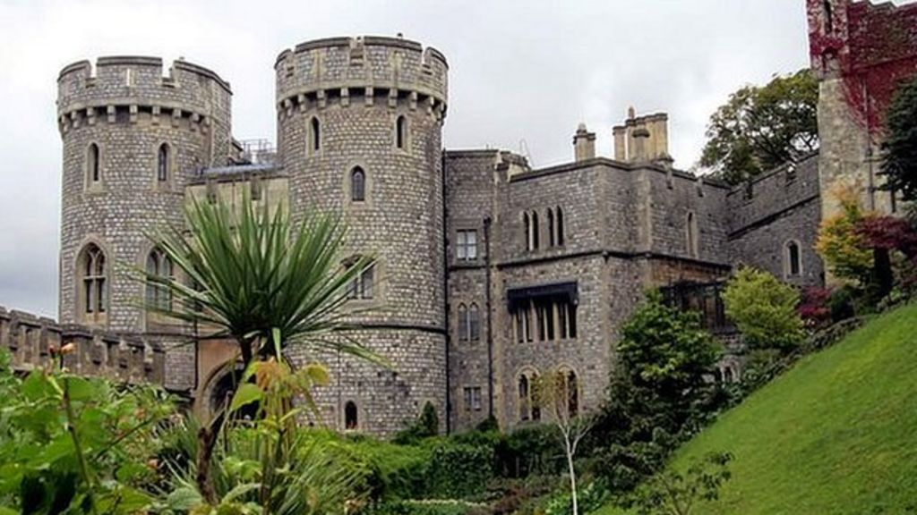 Queen 39 S Windsor Castle Staff Balloted In Pay Dispute Bbc