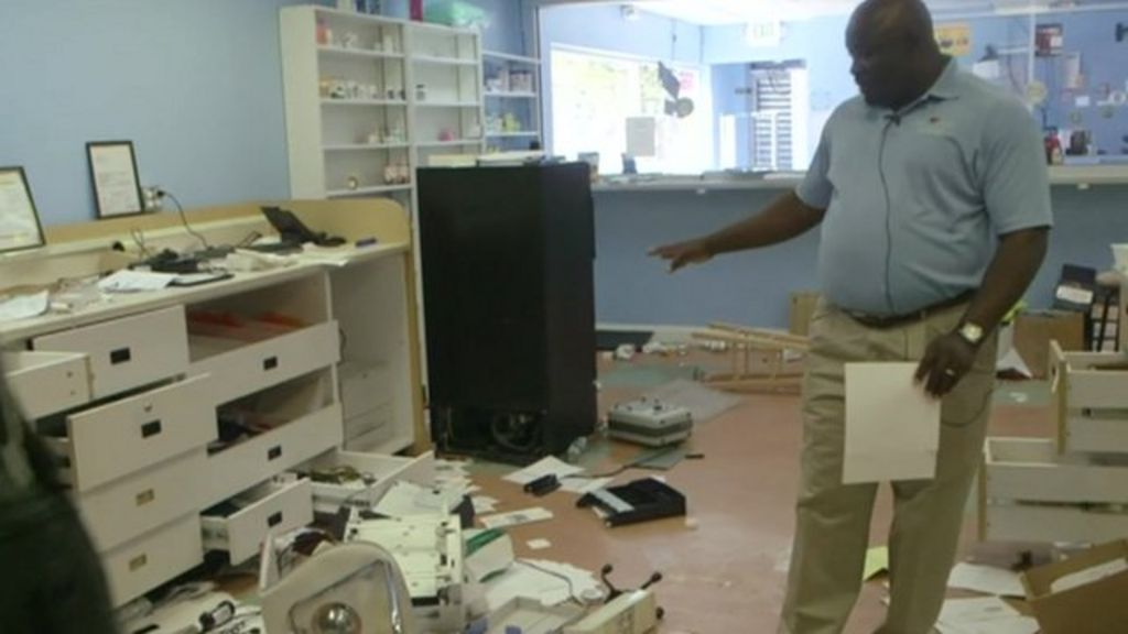 Baltimore looting: Inside a ransacked shop - BBC News