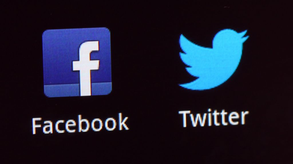 Bbc News Facebook: And The Battle For Advertising Dollars