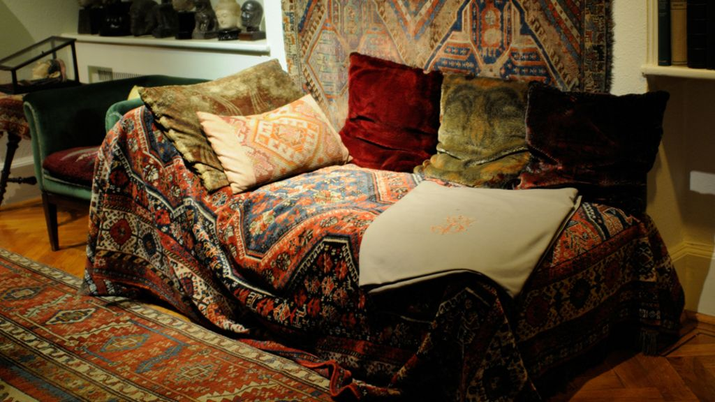 how this couch changed everything bbc news. Black Bedroom Furniture Sets. Home Design Ideas