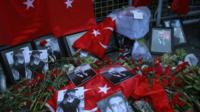 Tributes to the dead in Istanbul