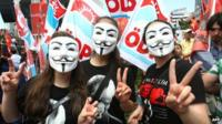 Anti-government protesters in Guy Fawkes masks in Ankara, Turkey (5 June 2013)
