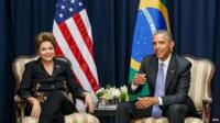 Handout picture provided by Brazilian Presidency showing Brazilian President, Dilma Rousseff (L), meeting with US President, Barack Obama (R), during a meeting in Panama, on 11 April 2015