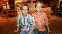 Sawyer and Sullivan Sweeten on the set of Everybody Loves Raymond