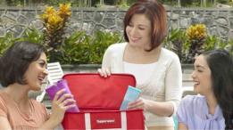 Una reunión para vender productos Tupperware en Indonesia.
