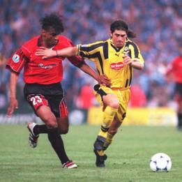 Marcelo Salas se lleva el balón
