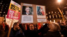 محتجون في لندن على قرار ترامب