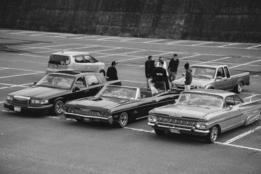 Congregación de chicanos japoneses y sus autos
