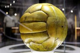 El balón de la final del Mundial de fútbol de 1954.