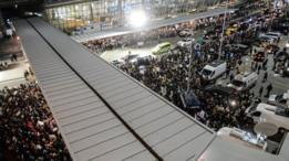 آلاف من المحتجين في مطار جون إف كينيندي بمدينة نيويورك على قرار ترامب