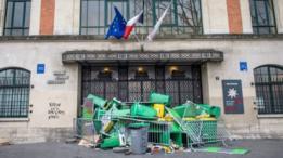 مدخل مدرسة كلود برنار الثانوية في باريس