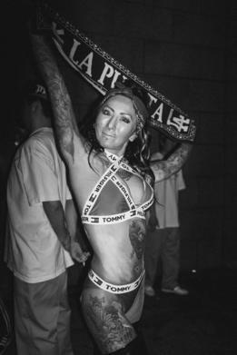 Mujer de la subcultura chicana en Japón